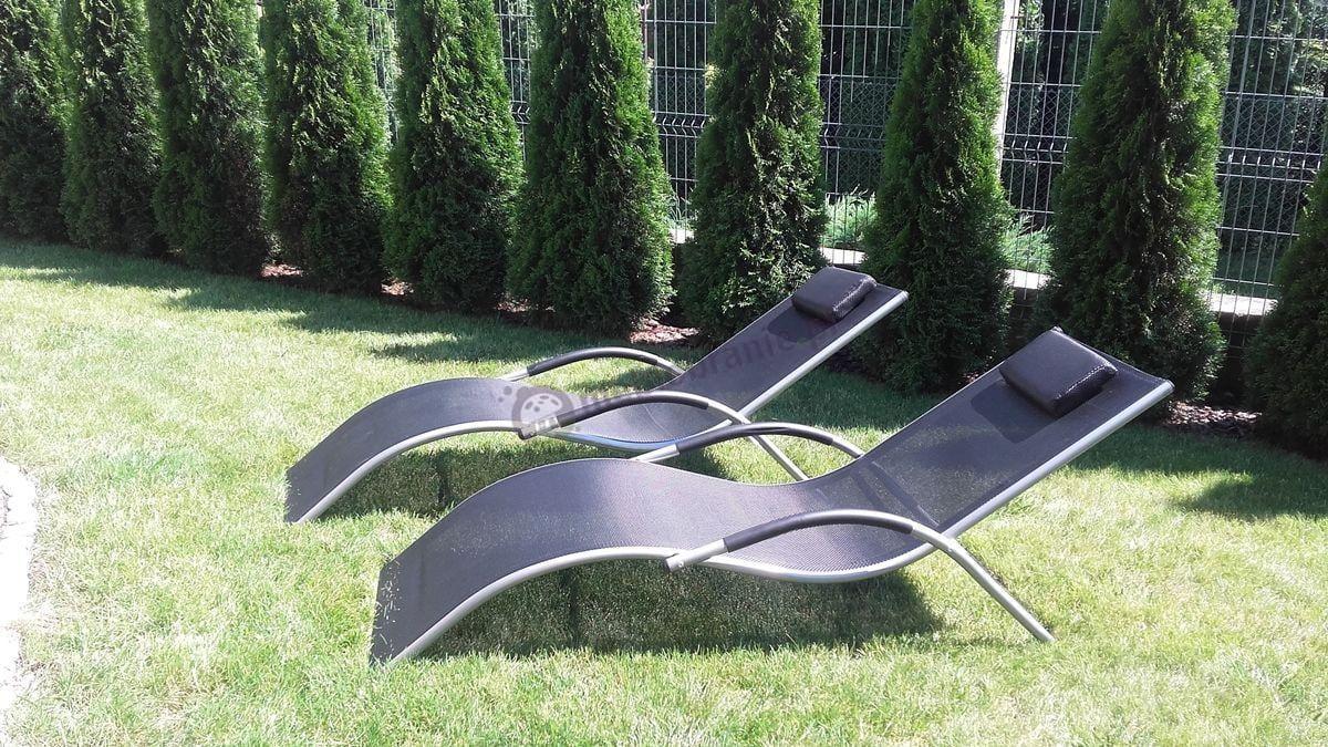 Aluminiowe leżaki ogrodowe w ciemnym kolorze