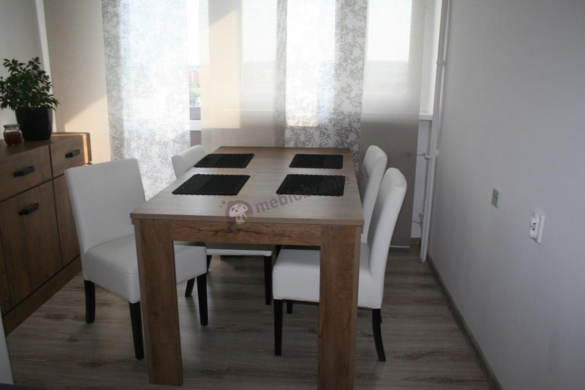 Białe krzesła tapicerowane do stołu proste klasyczne