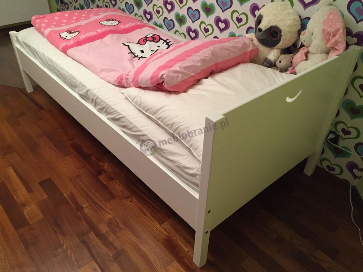 Białe łóżko dziecięce Cross z różową pościelą