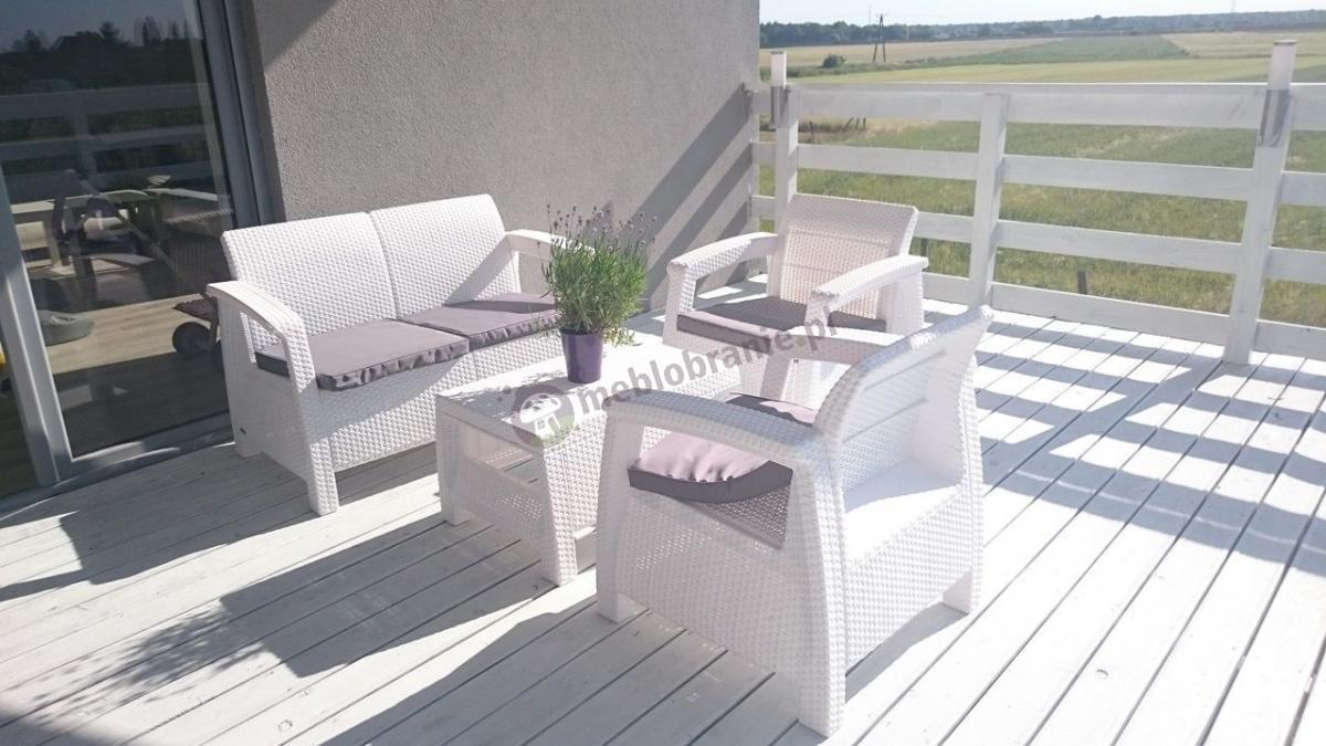 Białe meble ogrodowe Corfu Allibert na jasnym tarasie