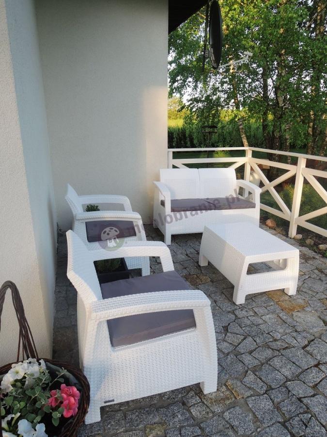 Białe meble ogrodowe z technorattanu Corfu