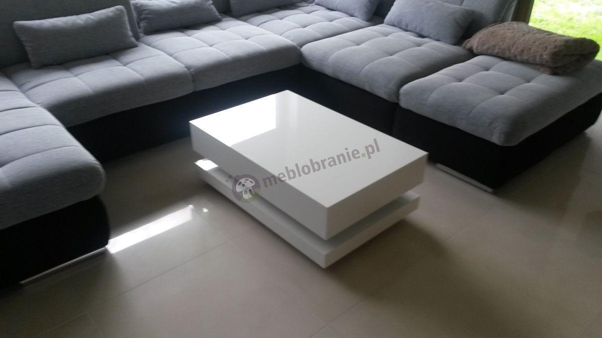 Biały stolik Tora w nowoczesnym salonie