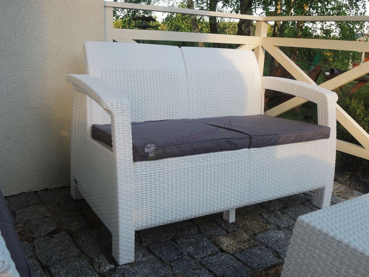 Biały zestaw Corfu Set Curver zbliżenie na sofę