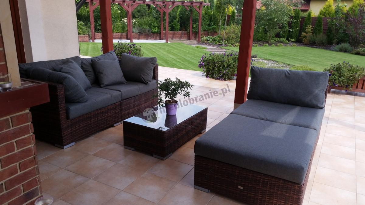 Brązowo szare meble ogrodowe Nilamito technorattan na terakocie