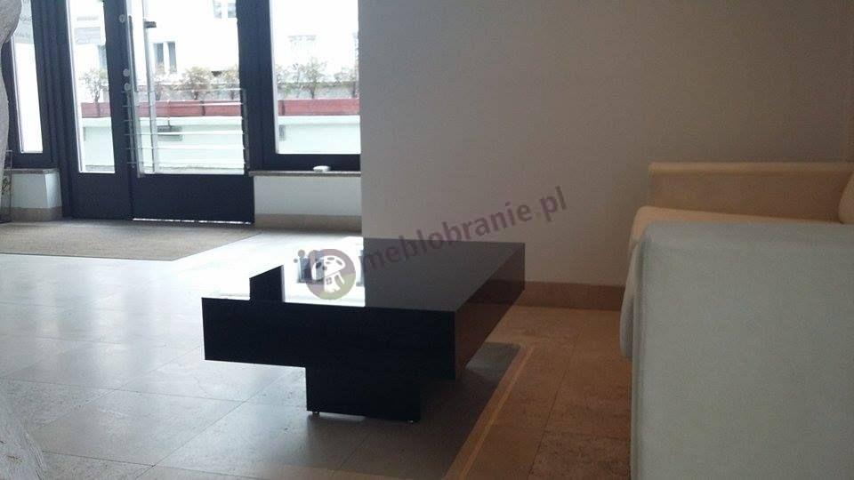 Czarny stolik kawowy do salonu 90 cm długości