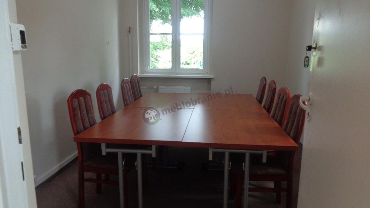 Cztery stoły konferencyjne składane połączone w jeden