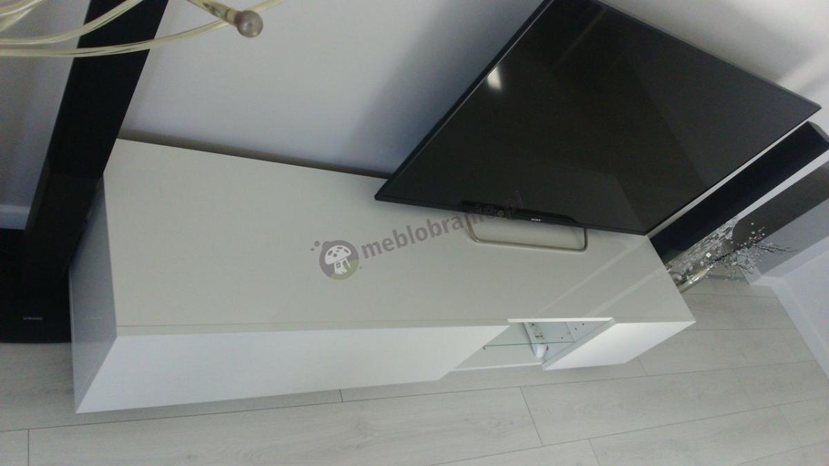 Długa szafka RTV biała na telewizor ze szklana półką Liana