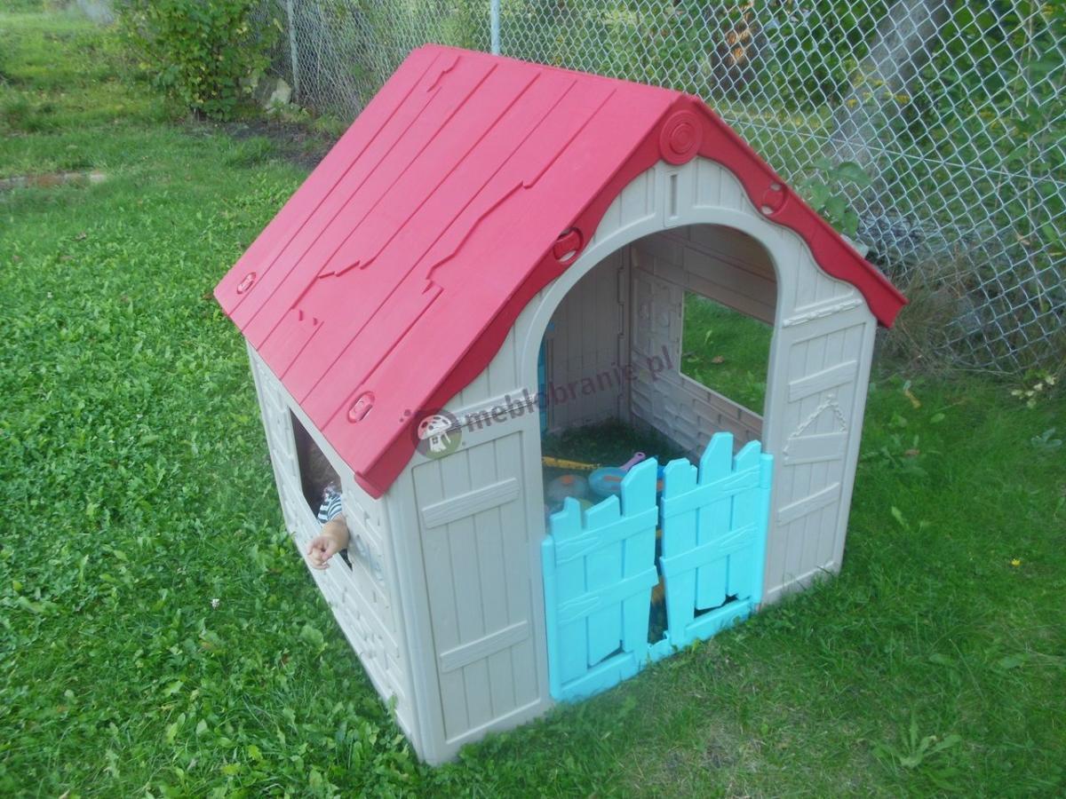 Domek dla dzieci na działce w pobliżu ogrodzenia - Keter Foldable