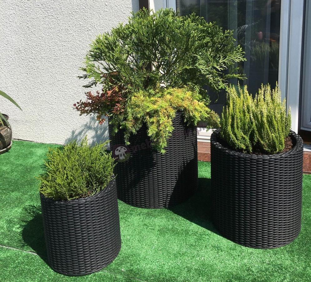 Donice ogrodowe na zewnątrz w efektownej aranżacji