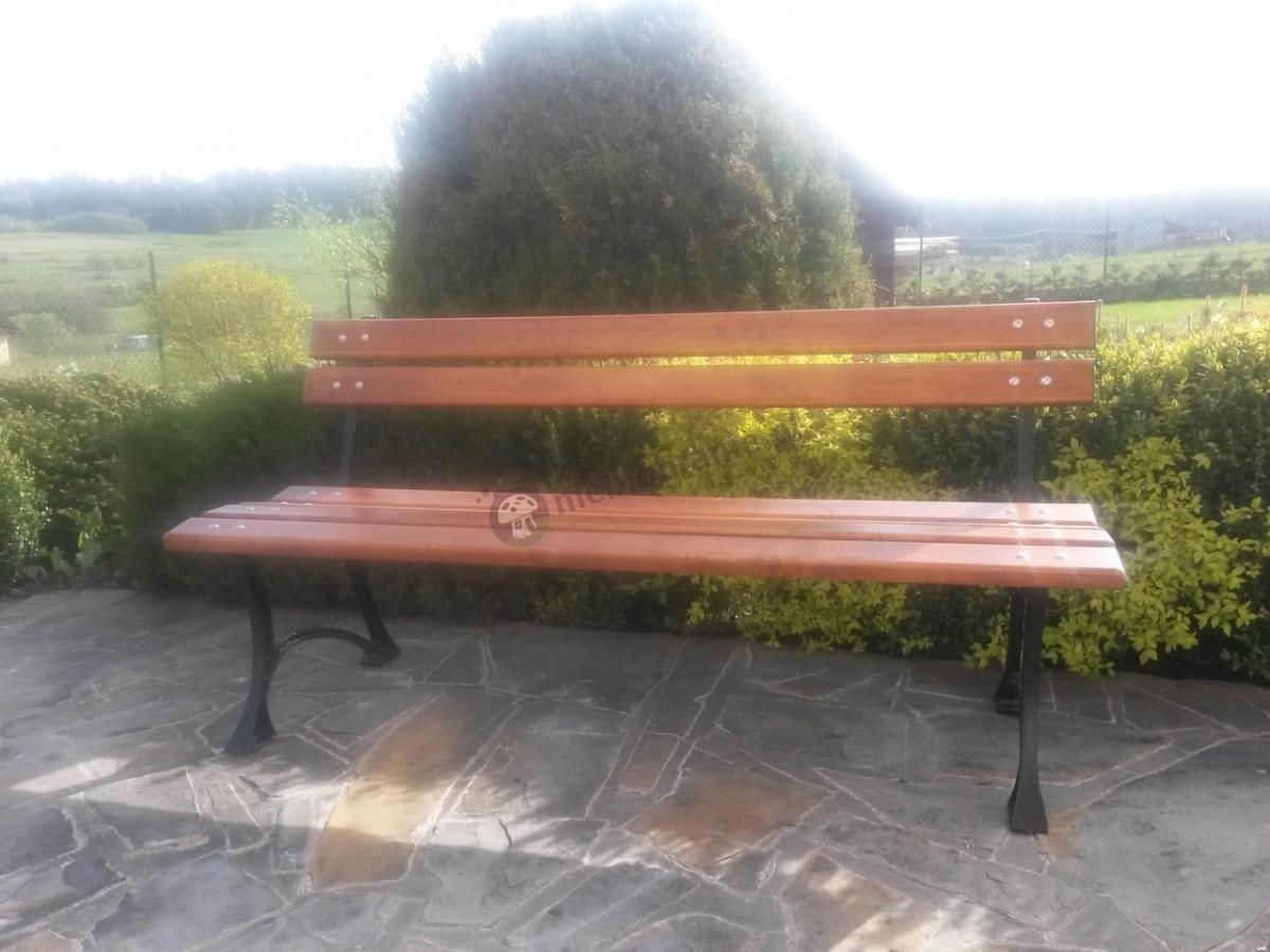 Drewniana ławka ogrodowa o długości 150cm