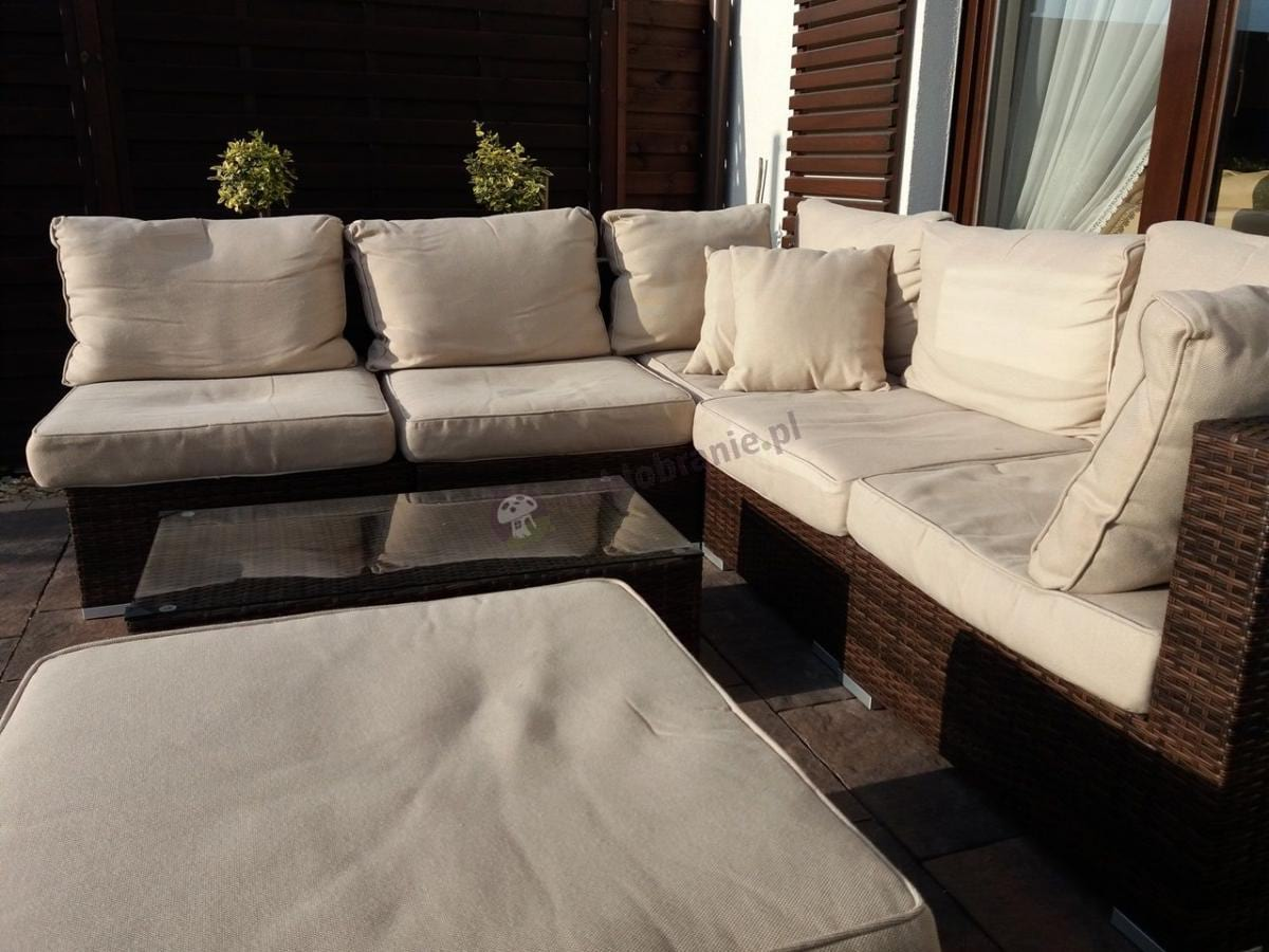 Duży komplet technorattan z miękkimi poduszkami na siedziska i oparcia