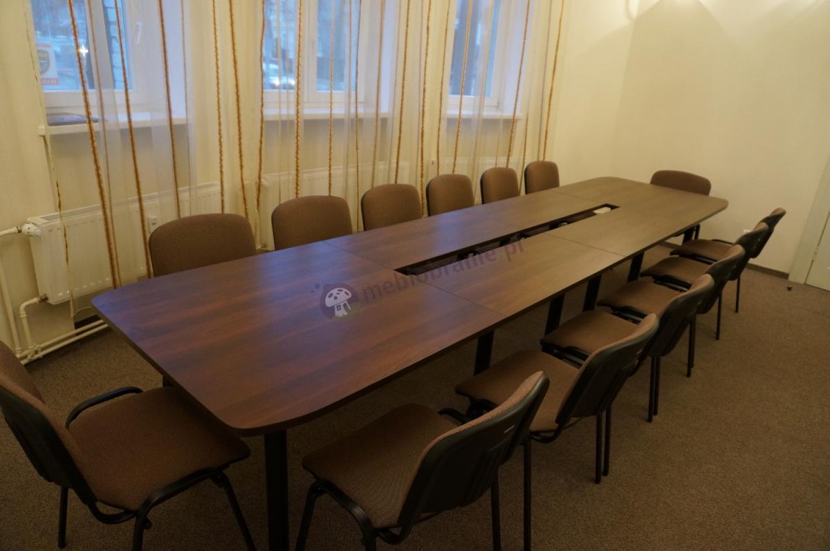 Duży stół konferencyjny dla 14 osób Samba w kolorze mahoniowym na czarnych nogach