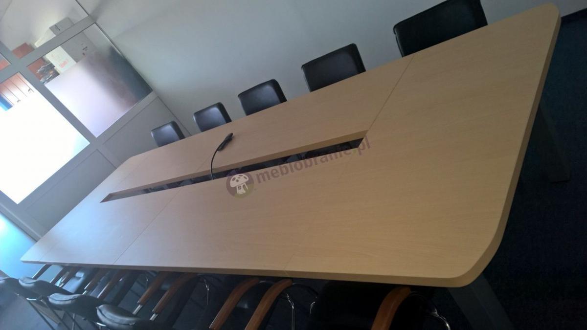 Duży stół konferencyjny dla 14 osób w kolorze buk jasny Rumba