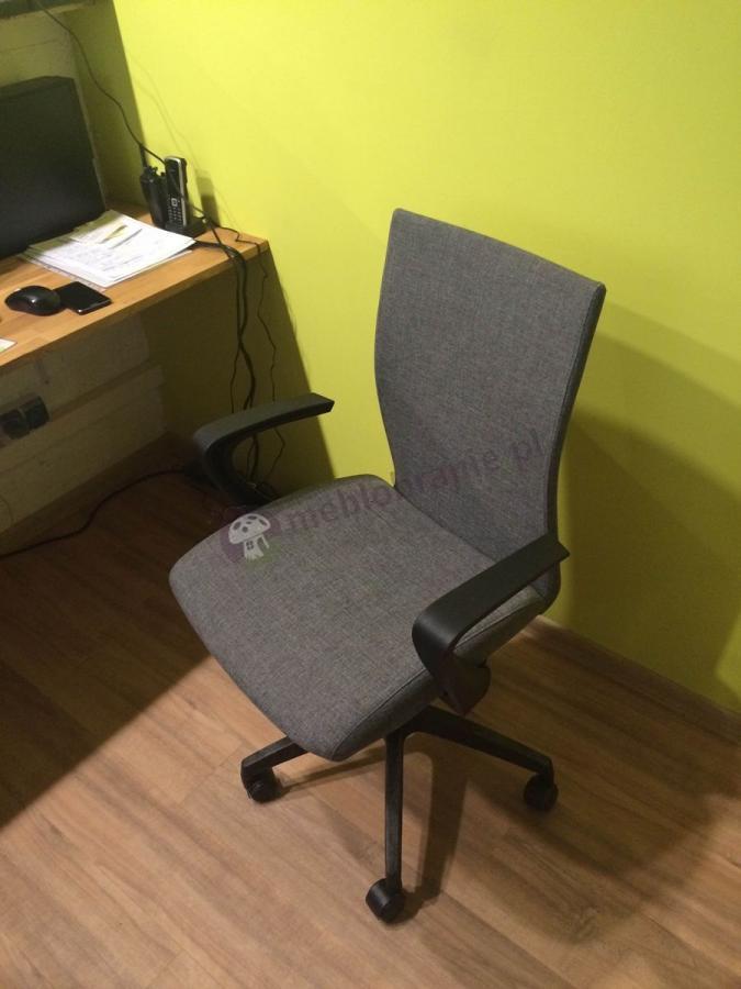 Elegancki fotel biurowy z podłokietnikami Millo