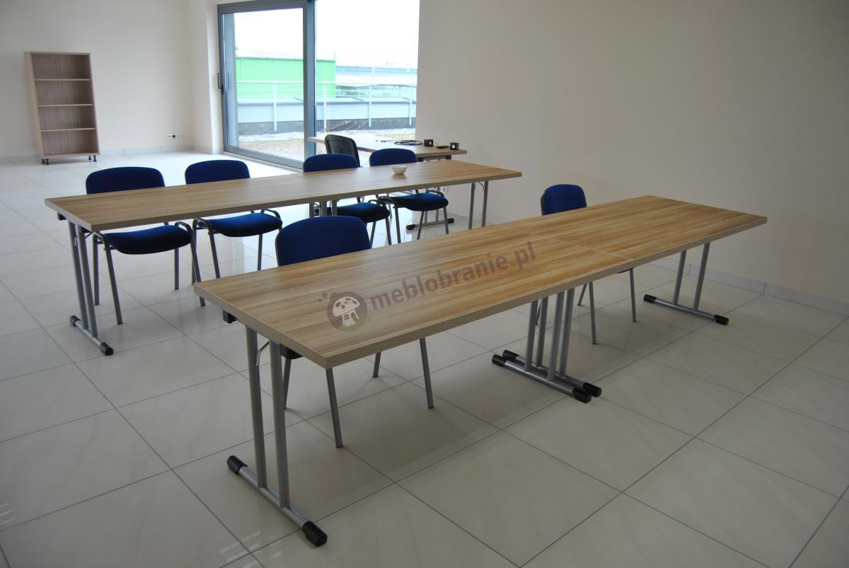 Elegancki komplet składanych stołów konferencyjnych 160x80 cm w kolorze jasnego dębu w dużej sali