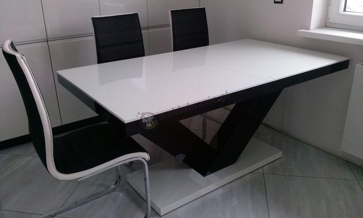 Elegancki stół do jadalni w wysokim połysku