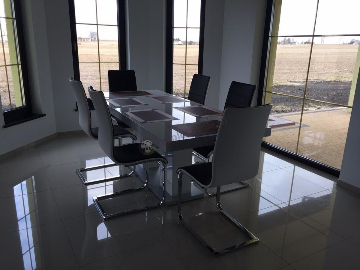 Elegancki stół do salonu w białym połysku
