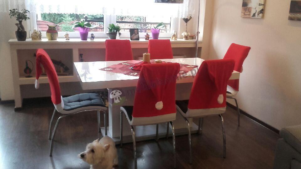 Elegancki stół Linosa 2 w świątecznej aranżacji