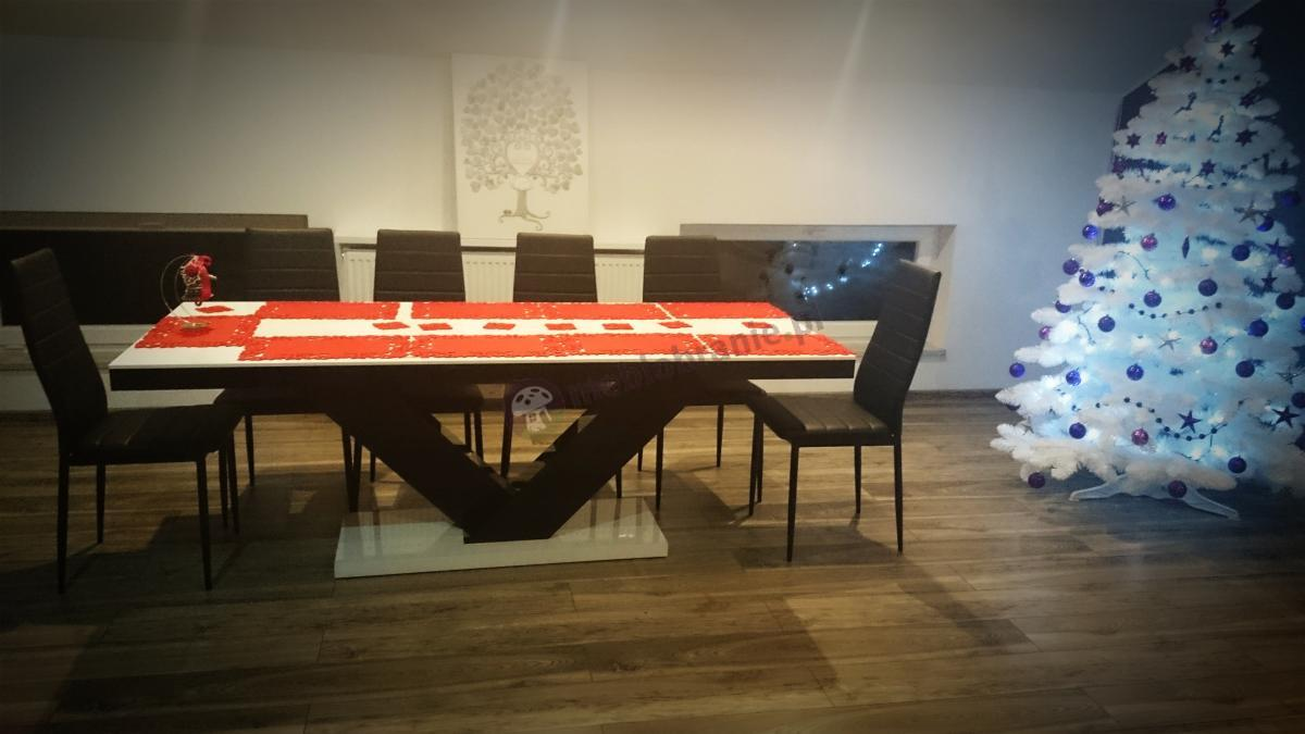Elegancki stół Victoria w świątecznej oprawie