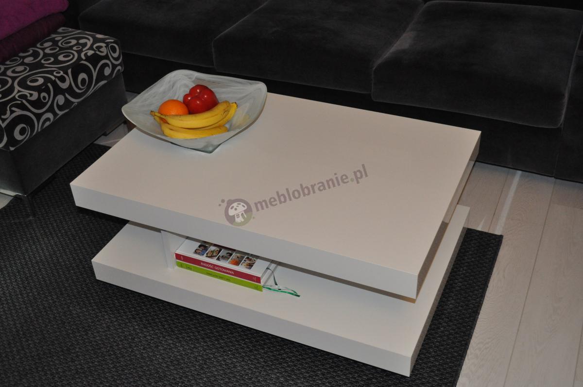 Elegancki stolik kawowy Nano w białym połysku w porze deserowej