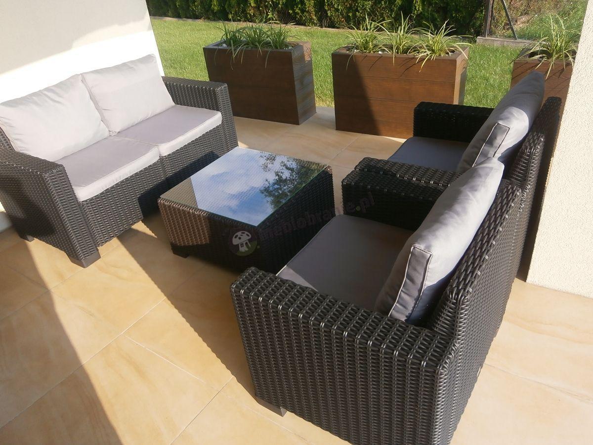 Elegancki zestaw mebli ogrodowych z miękkimi poduszkami