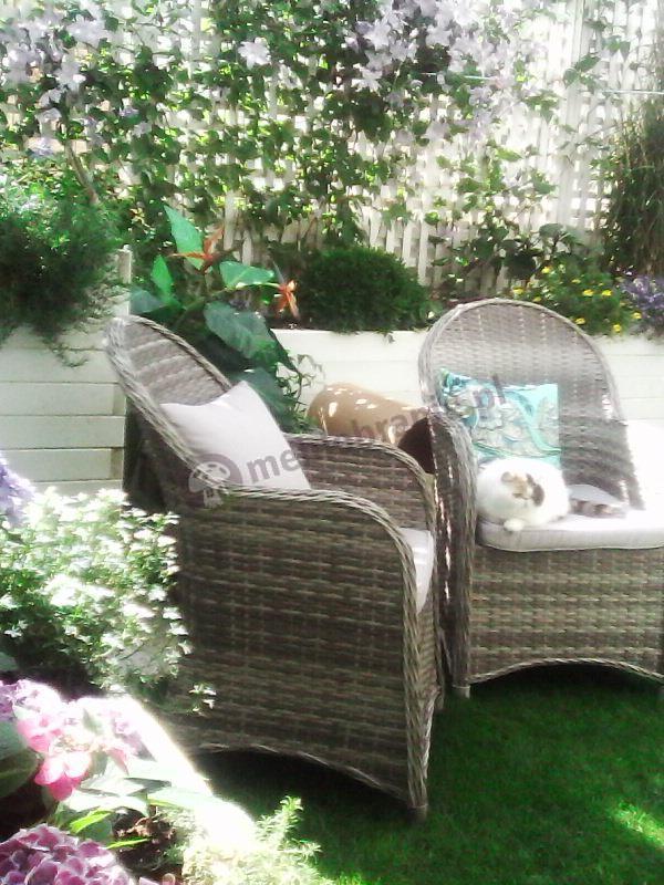 Eleganckie fotele ogrodowe z wysokim oparciem i poduszkami Altito