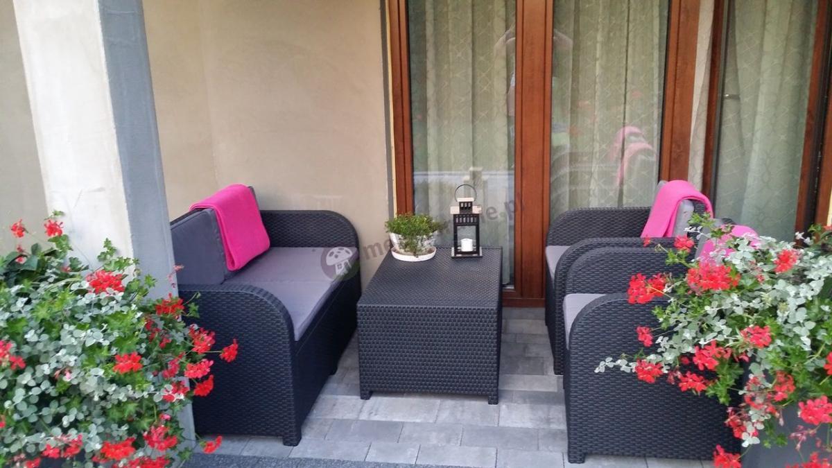 Eleganckie i komfortowe meble z tworzywa sztucznego Modena Lounge Set