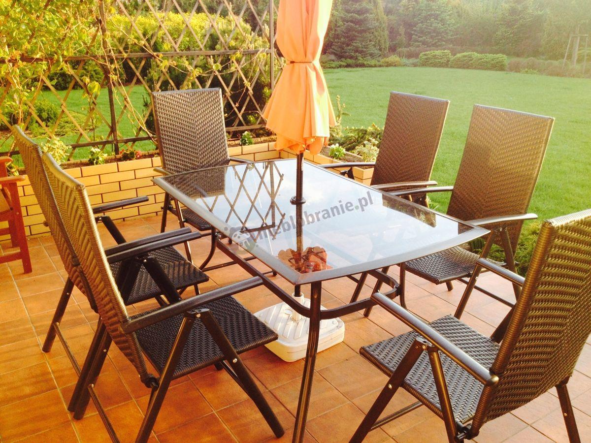 Eleganckie meble ogrodowe na przydomowym tarasie