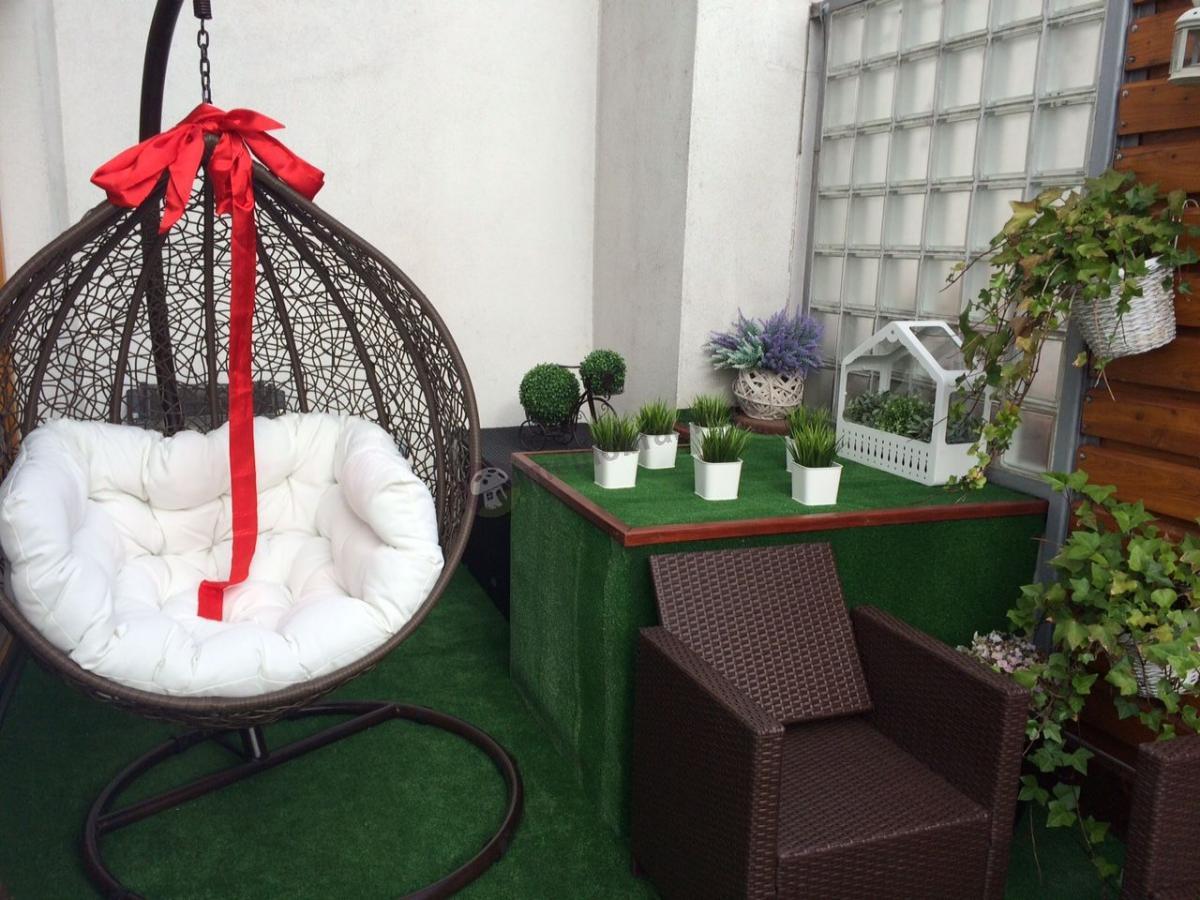 Fotel kosz wiszący ogrodowy z technorattanu z białą poduszką