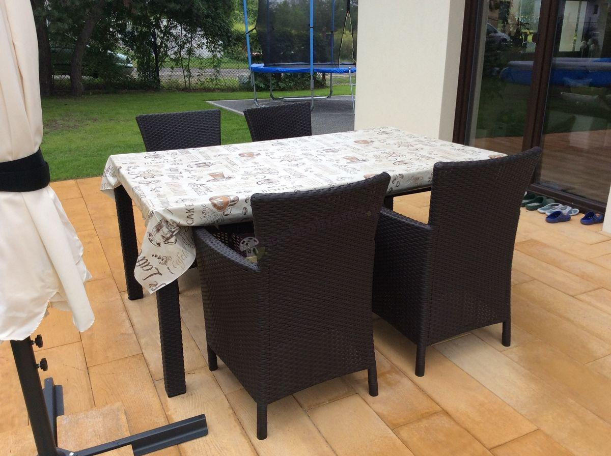Fotel rattan efekt zestawiony z pasującym stołem