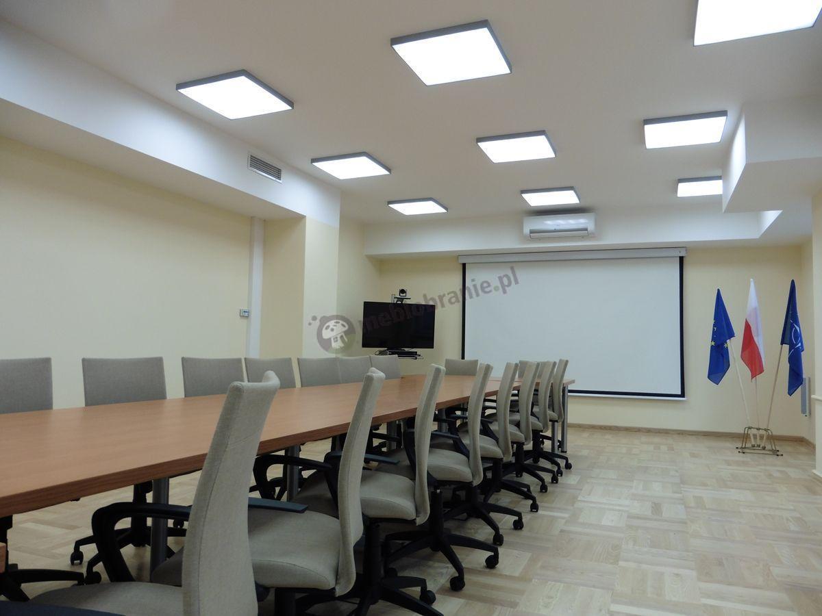 Fotele biurowe na kółkach z podłokietnikami Millo