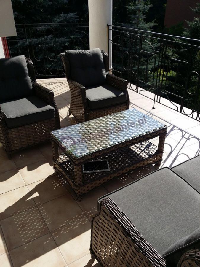 Fotele ogrodowe technorattan w zestawie ze stolikiem i sofą