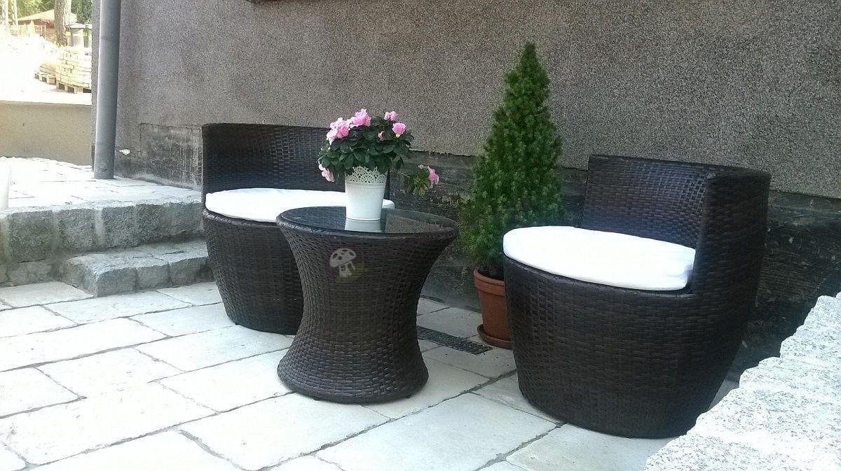 Fotele ogrodowe z technorattanu ze stolikiem