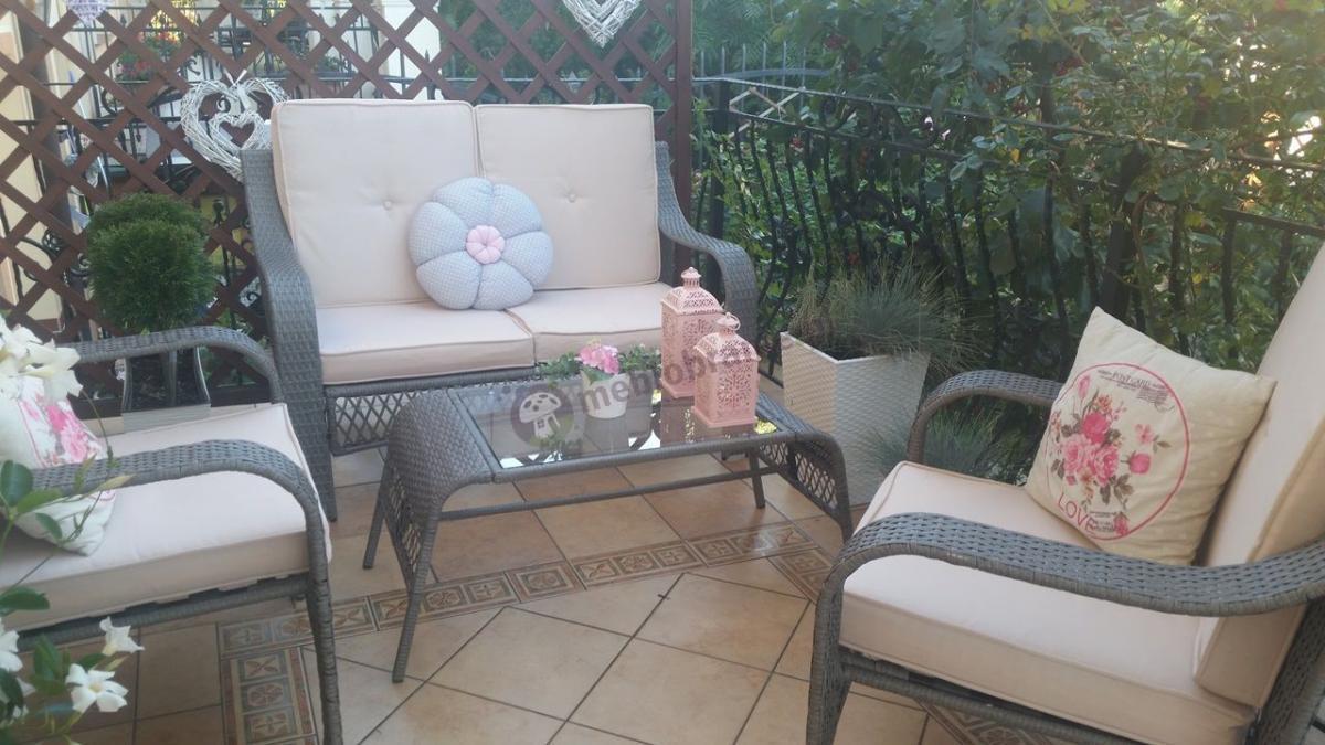 Fotele technorattan na balkon w zestawie z sofą i stolikiem
