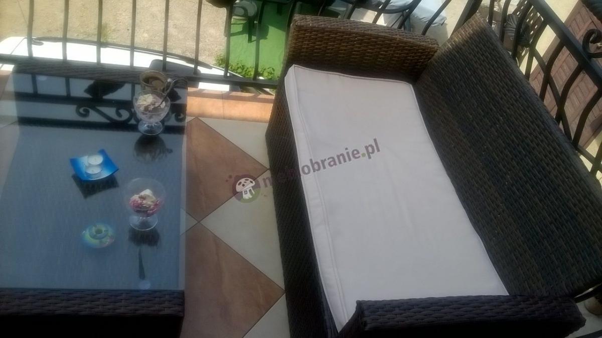 Kanapa ogrodowa z technorattanu z efektownym stolikiem