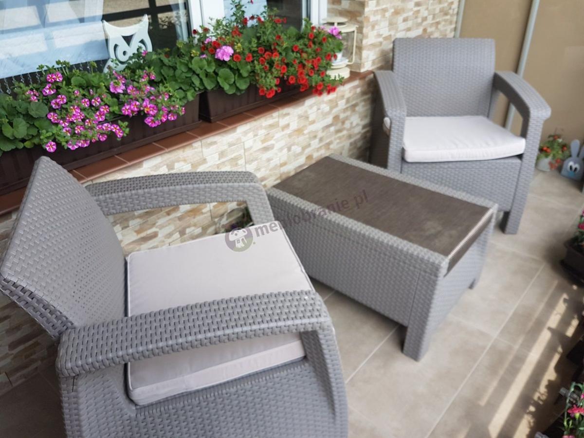 Komfortowy zestaw dwóch fotelii ze stolikiem w kolorze Cappuccino