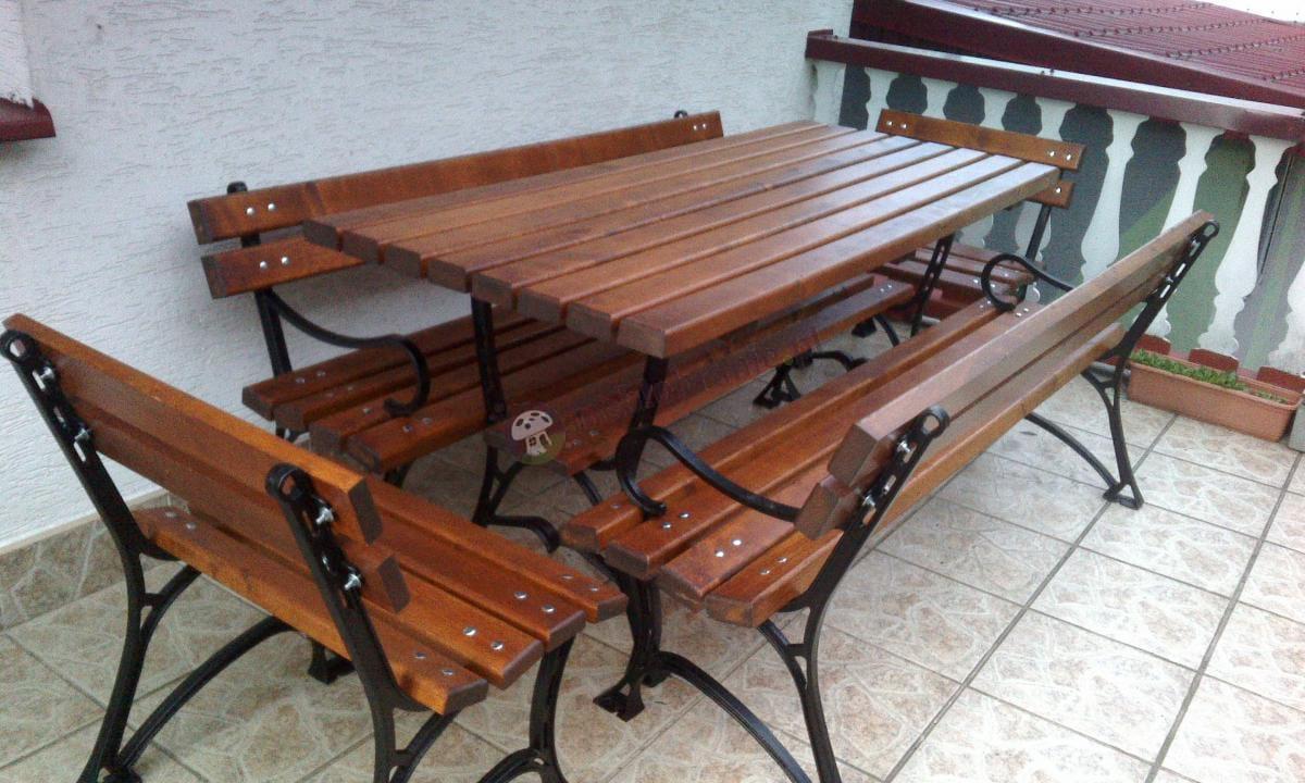 Komplet drewnianych mebli ogrodowych Factor Plus o długości 180cm na przestronnym balkonie