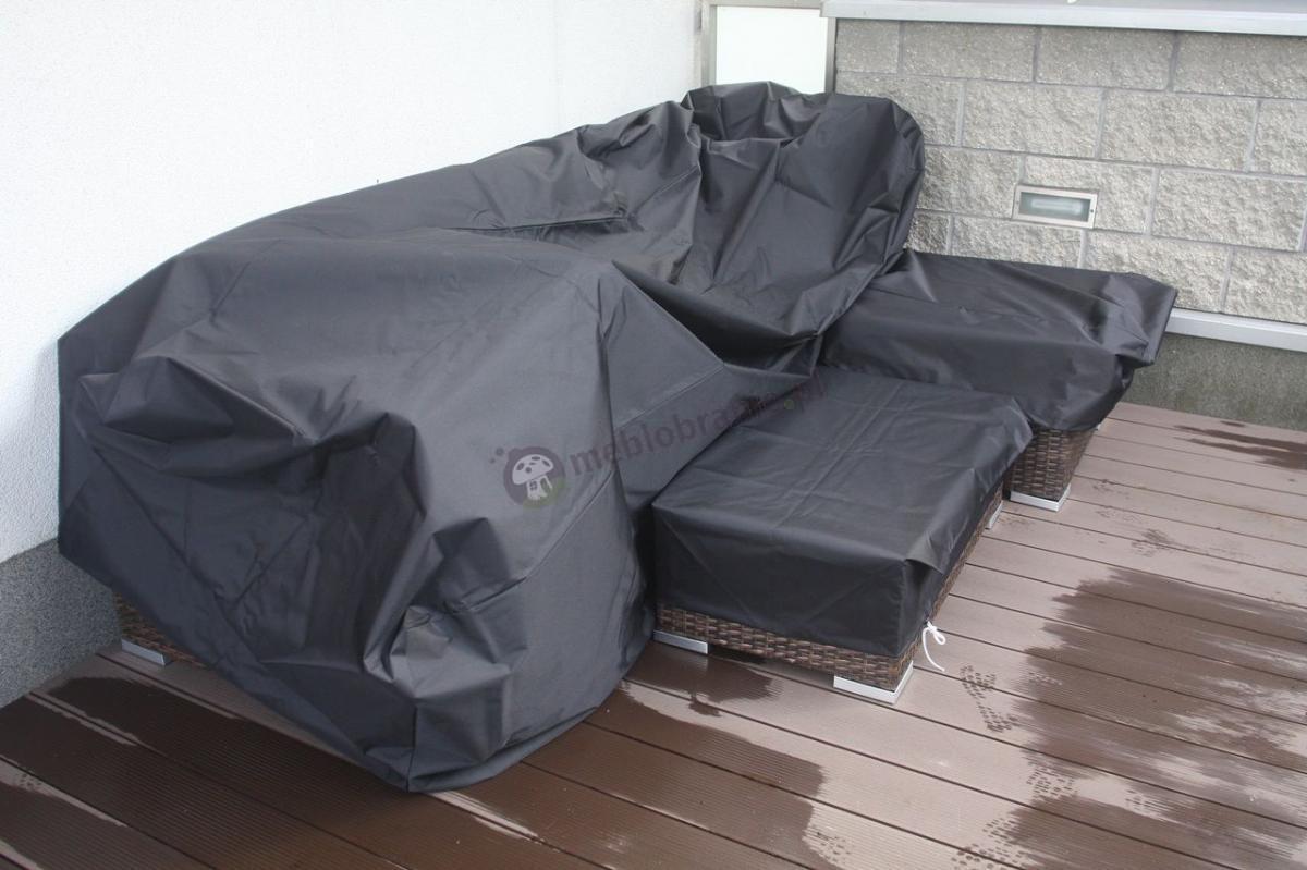 Komplet wypoczynkowy na taras przykryty dopasowanym pokrowcem