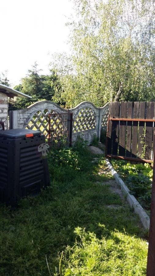 Kompostownik w ogrodzie plastikowy Keter Mega Composter