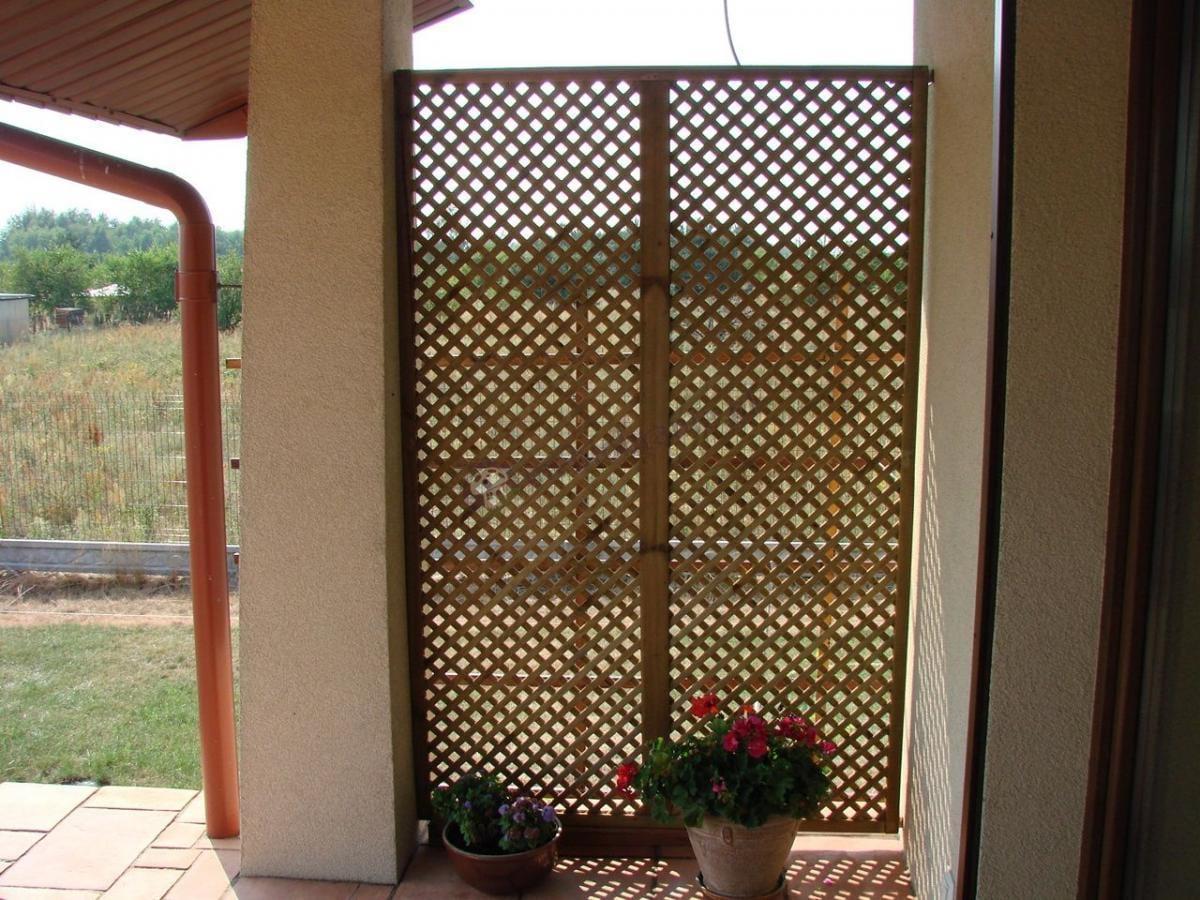 Kratka ogrodowa na taras drewniana chroniąca przed wiatrem