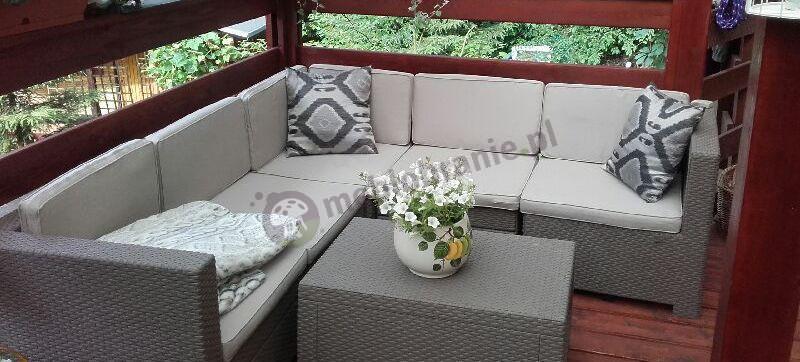 Kremowe kolory narożnik ogrodowego na balkonie - Provence Cappuccino