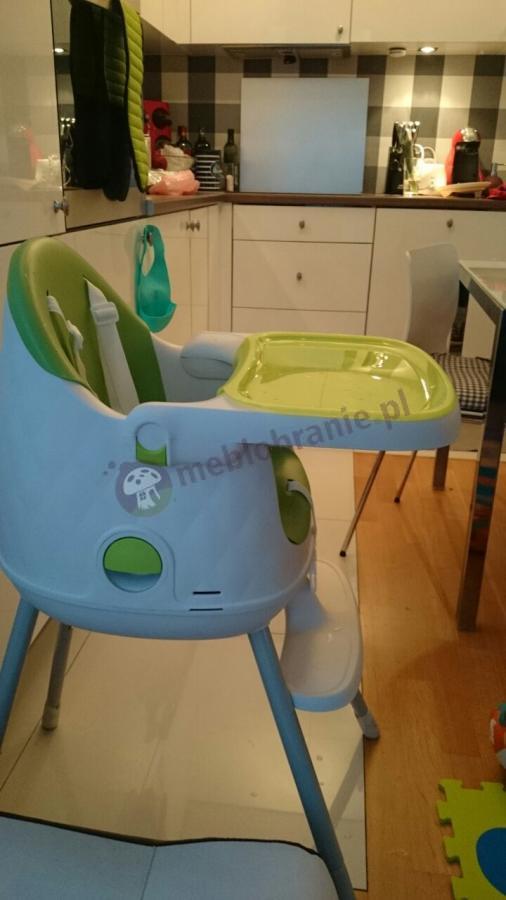 Krzesełko do karmienia Keter ustawione w kuchni