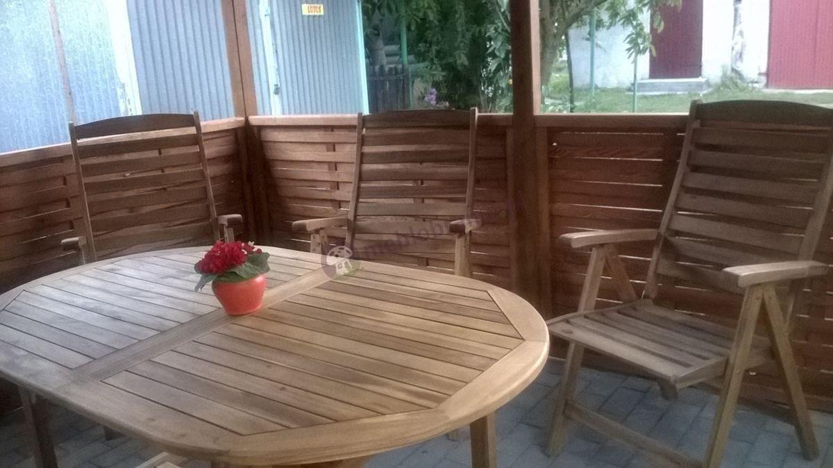 Krzesła drewniane składane w komplecie ze stołem