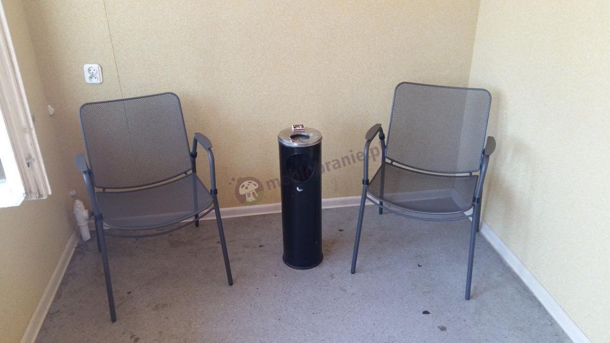 Krzesła ogrodowe metalowe Antonio używane w palarni