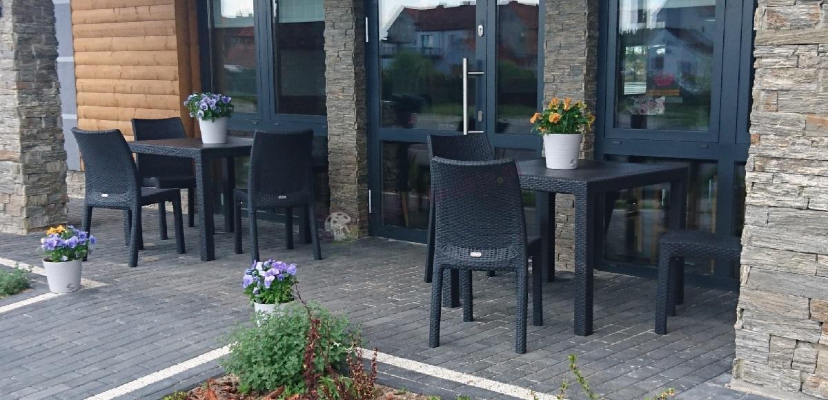 Krzesła ogrodowe technorattan style w komplecie ze stołem