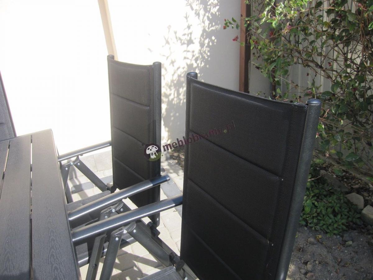 Krzesła ogrodowe z wygodnym oparciem z zestawu mebli Sydney