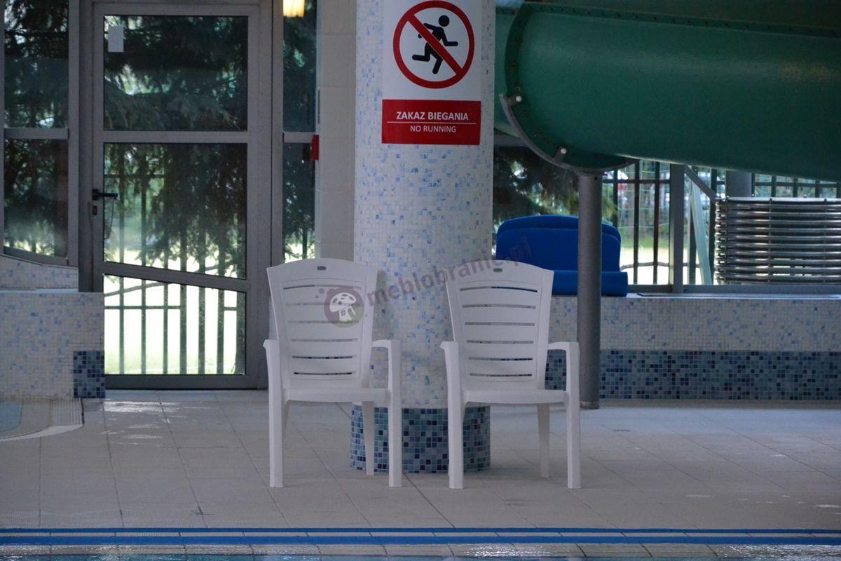 Krzesła plastikowe w OSiR Dzielnicy Warszawa-Śródmieście