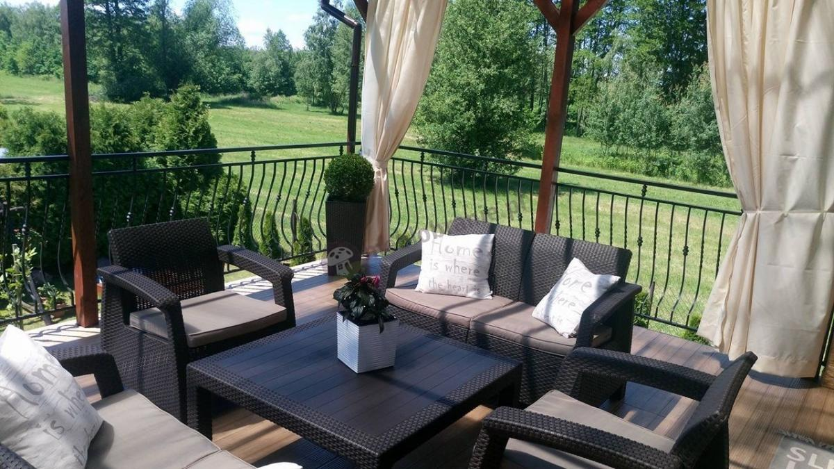 Kwadratowy stolik ogrodowy w zestawie z dwoma sofami i fotelami Corfu Fiesta Family