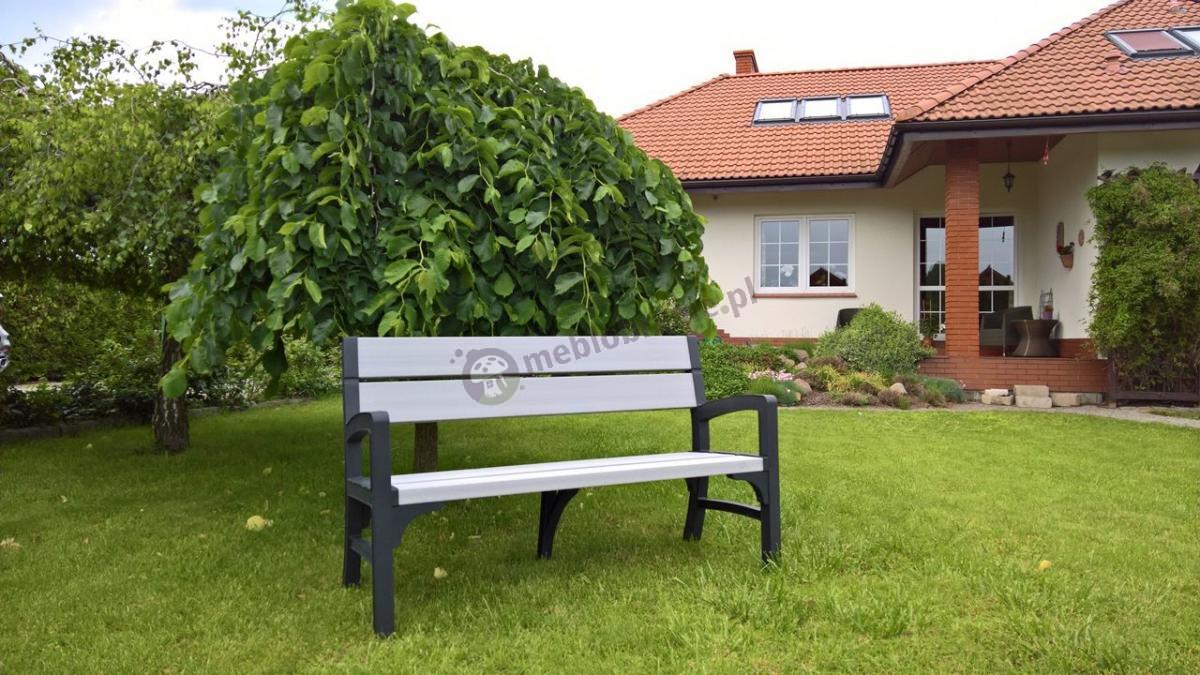 Ładna ławka z tworzywa sztucznego w niskiej cenie dla 3 osób