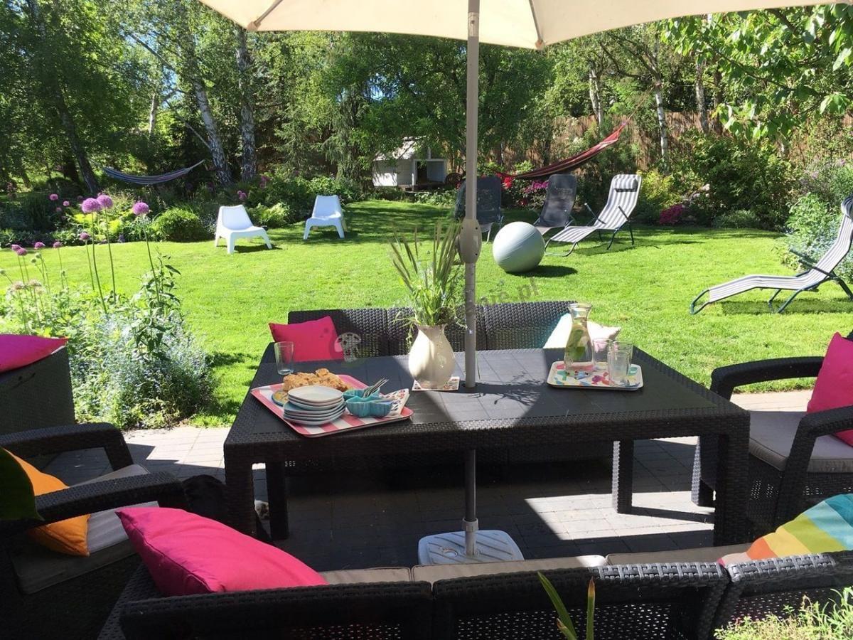 Ładny zestaw do ogrodu w czarnym kolorze Corfu Curver